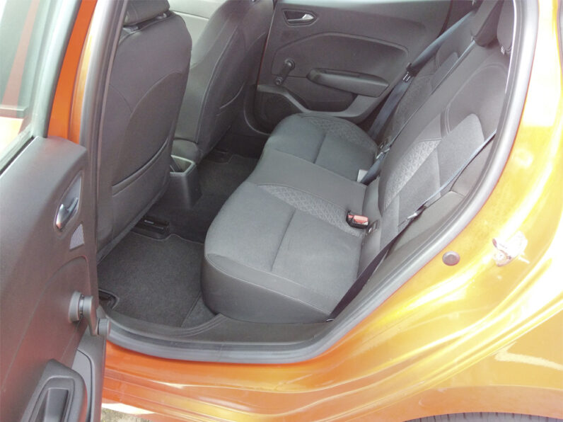 Renault Clio V 1.0 TCe Intens completo